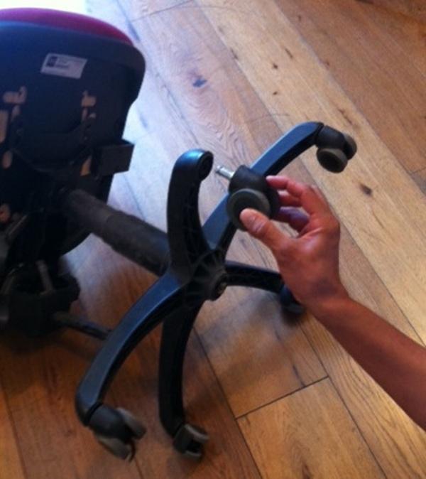 החלפת גלגלי גומי לכיסא משרדי